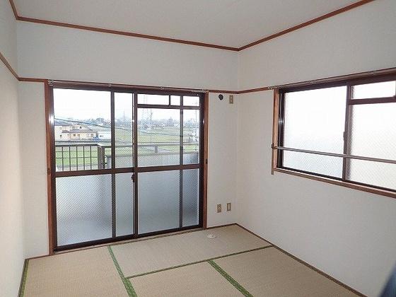 和室同型の写真ですので、若干部屋の雰囲気は違います。