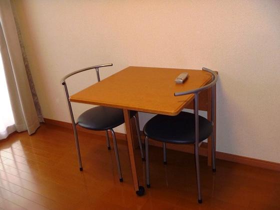 内装折りたたみ式テーブル