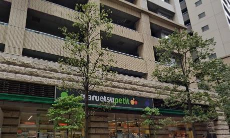 外観1階はスーパーマルエツです。