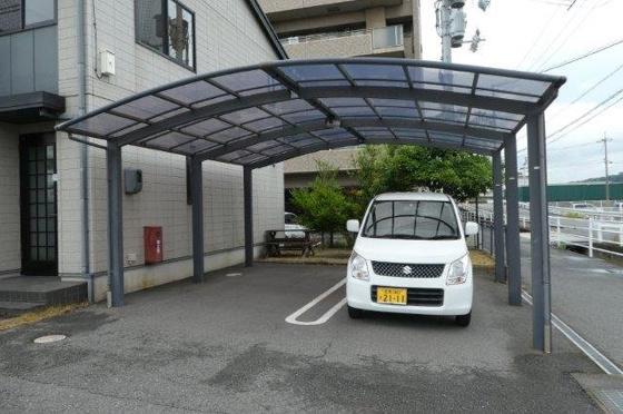 駐車場屋根付き駐車場