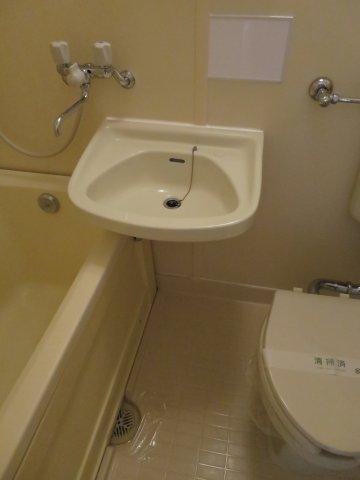 洗面所明るい洗面所です