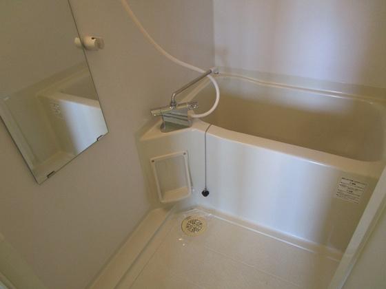 浴室浴室暖房乾燥機付きの浴室ユニットバスです