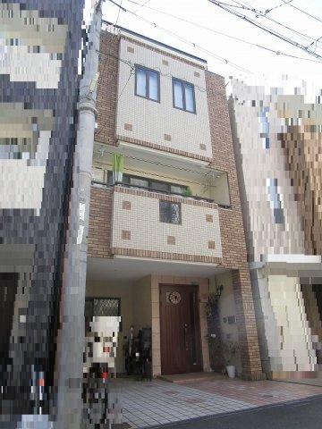 その他外観 平成17年12月建築の鉄骨造3階建。大阪メトロ千日前線・今里筋線 今里駅まで徒歩2分の好立地です。人気の片江小学校区です。室内大変キレイにお使いです、是非一度見学してみて下さい。