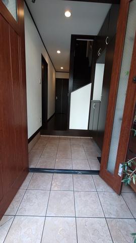 広々とした玄関です。室内キレイに使われています。