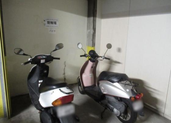 バイク置き場です(空き状況は随時管理会社に問合せが必要です)