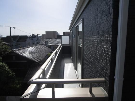 3階のワイドバルコニーです。南向きで陽当り大変良好で眺望も良好です。