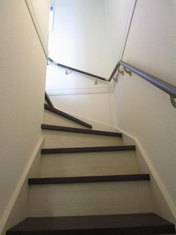 その他滑らかな階段でお子様や年配の方にも優しい階段です。