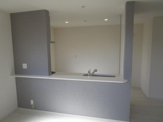 キッチン開放感タップリのカウンター付きの対面型のキッチンです。