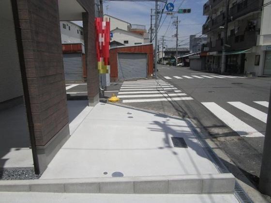 軽なら駐車可能な駐車スペースです。バイクや自転車がたくさん止められます。外構工事も完了しました。(6/7撮影)