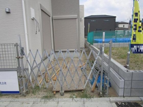 その他1号地のガレージ 駐車スペースが2ヵ所もあります。(7/18撮影)