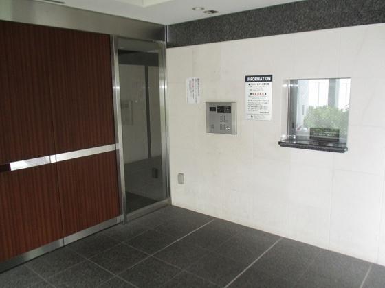 エントランスオートロック完備で安心で管理事務所もあります。