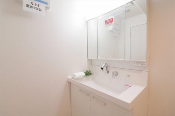 独立洗面台三面鏡付のワイドな洗面化粧台新調しました
