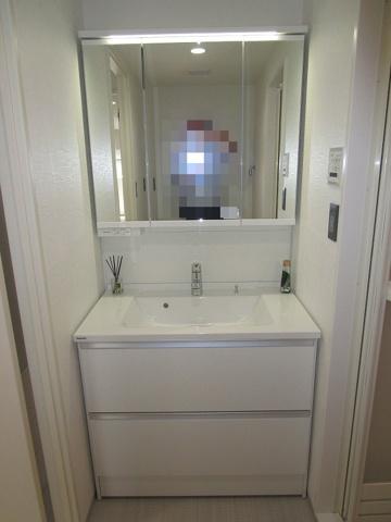 独立洗面台三面鏡付きのワイドな洗面化粧台新調しました