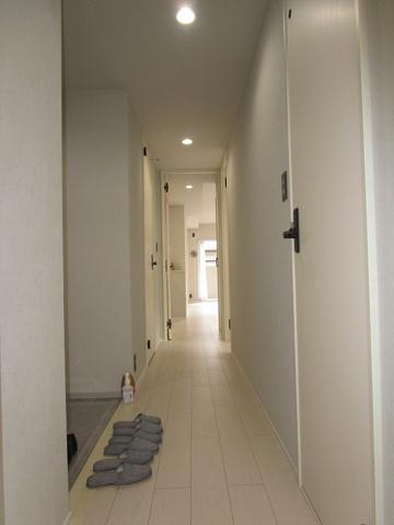 その他キレイな廊下です(フローリング・クロス張替、建具新調、ダウンライト新設等)