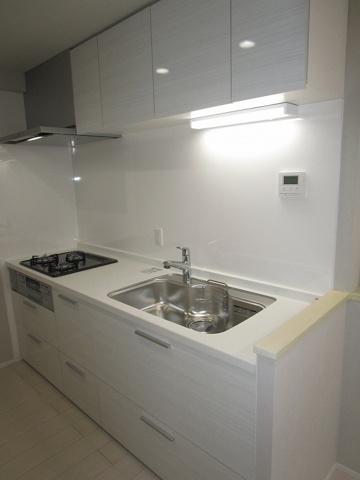キッチンシステムキッチン新調しました、キッチンパネルも張替えました