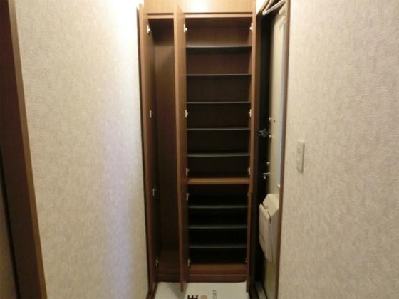 玄関玄関のトール型シューズボックス