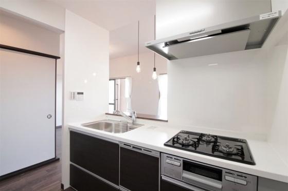 キッチン食洗機付きのシステムキッチン新調しました(フローリング・クロス・キッチンパネル張替、照明器具付き等)