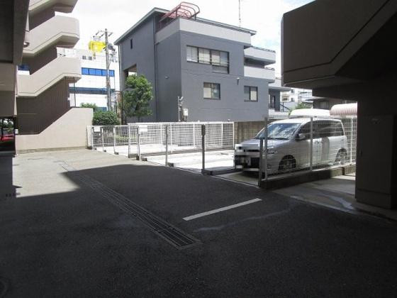 駐車場:空き状況は随時管理事務所に確認が必要です