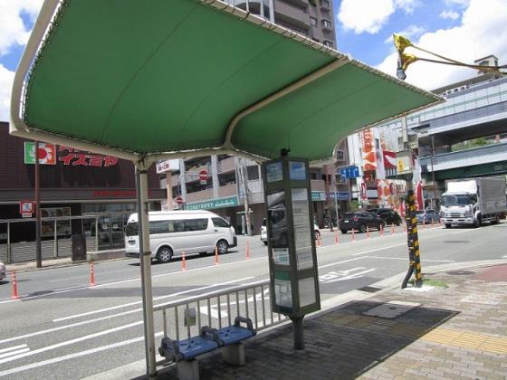 その他目の前にバス停があります
