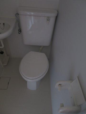 トイレ落ち着いた色調のトイレです