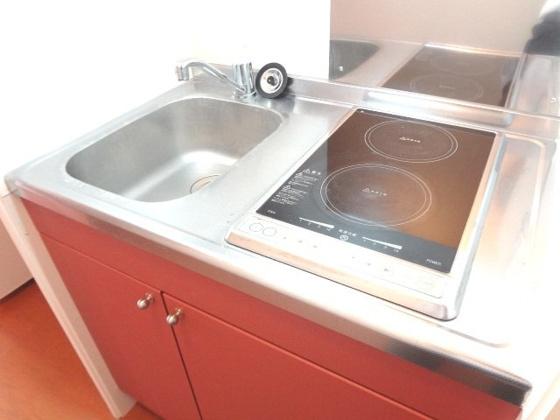キッチン安心安全の電気コンロ、加熱力はばっちりのラジエントヒーター!