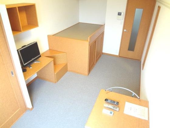居間2Fは絨毯張りで、冬も床が冷たくないですよ