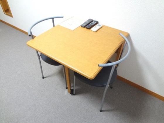 その他机は用途に合わせて折りたたみ可能!