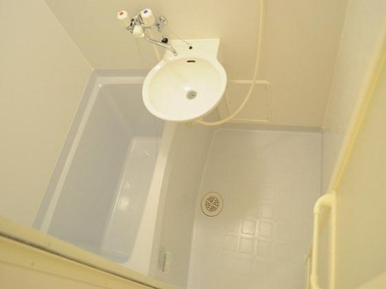 浴室雨の日に便利な浴室乾燥機能付き♪