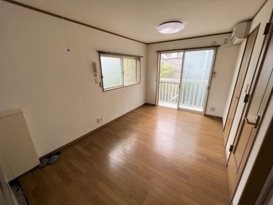 居間2階南西角部屋!