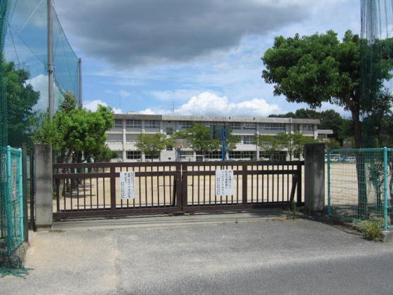 周辺市立万寿東小学校