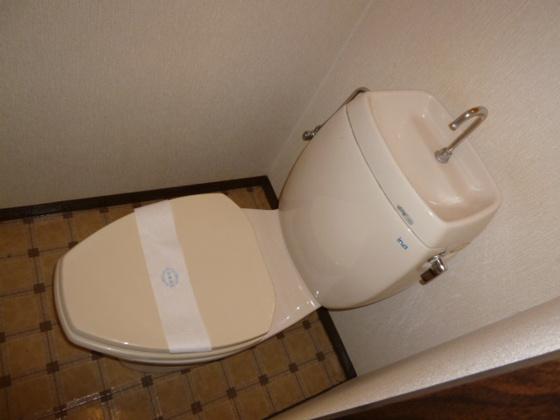 トイレシャワー付きトイレです