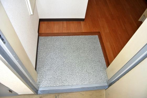 玄関お部屋の入口はシンプルが一番。