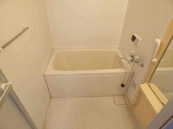 浴室ゆったりバスタブでリラックス。