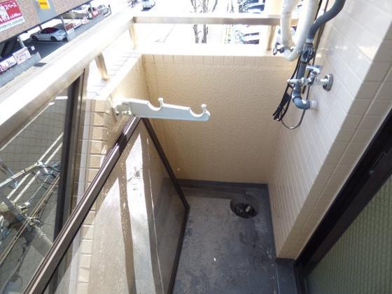 その他バルコニーに洗濯機が置けます。