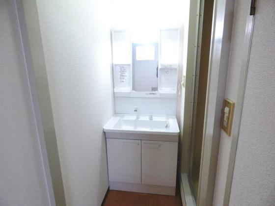 独立洗面台うれしい独立洗面台完備です。