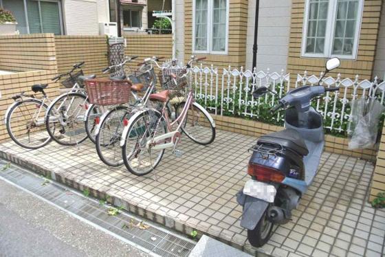 その他エントランス横の駐輪スペース。