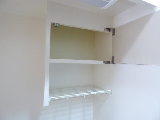 その他キッチン上部にも収納スペース。