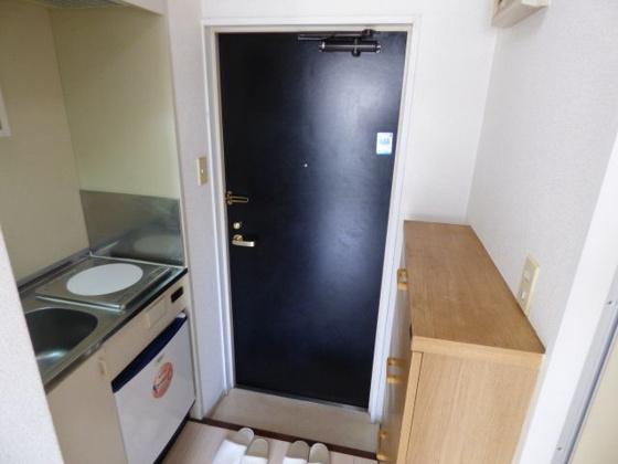 玄関段差の小さい玄関口です。