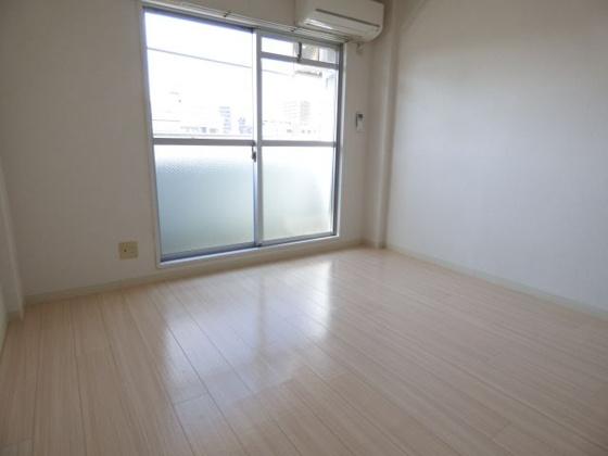 居間新生活にふさわしいお部屋。
