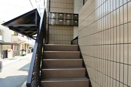 エントランス階段を上がるとお部屋です。