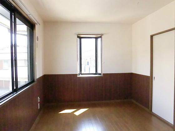 洋室出窓もある2面採光です