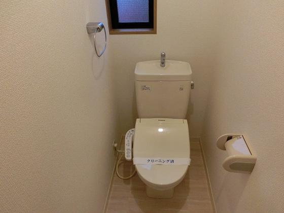 トイレ温水洗浄便座付きとなります