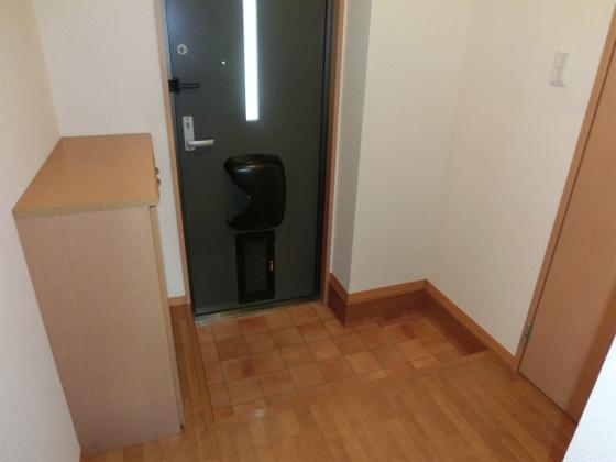 玄関1部屋タイプの中では広々とした玄関