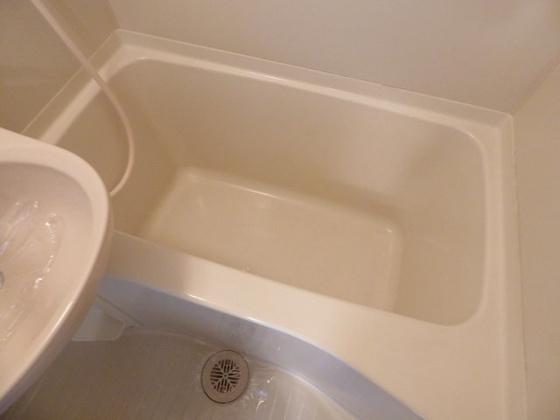 浴室ゆったりバスタブでリラックス