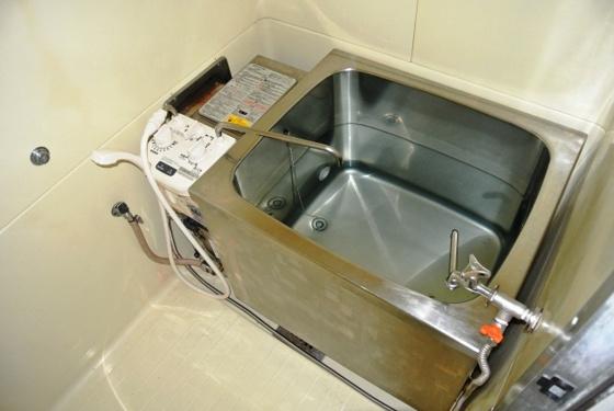 浴室シンプルで清潔感あります