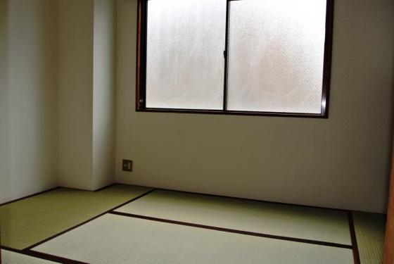 内装明るくて開放感のあるお部屋。