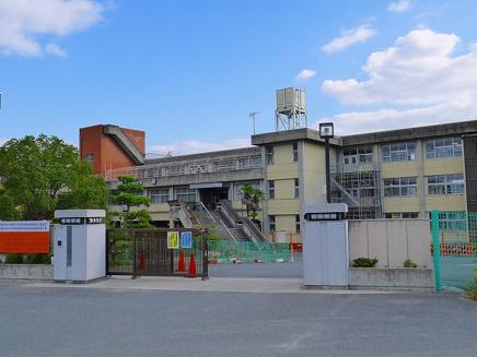 天理市立丹波市小学校の画像