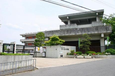 生駒市立桜ヶ丘小学校の画像